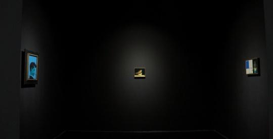 艺术家刘野的三件作品,大空间内的小尺幅展陈,空间对比下的一种孤独与展览的主题暗合。