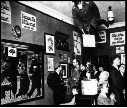 1920年第一届达达主义国际展览现场,柏林