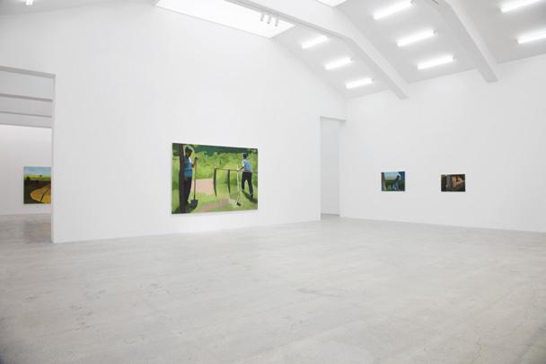 """站台中国""""陌生来客""""展览现场,不同作品中的形式也存在呼应关系。"""