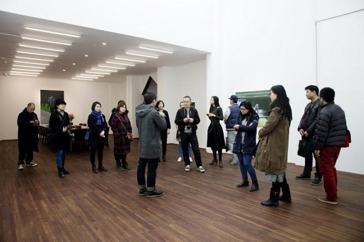 陌生来客展览现场,艺术家导览。