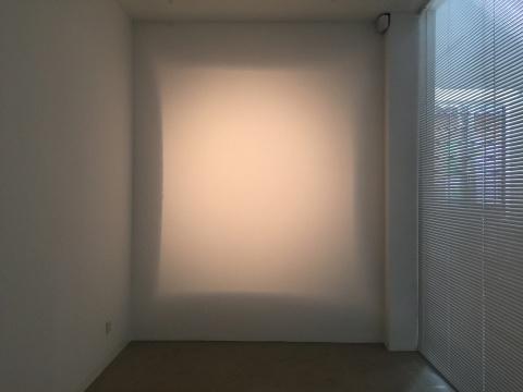 《光的空间练习》 尺寸可变 光装置 2016