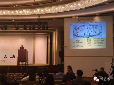 4月4日晚,吴冠中作品《周庄》以2.36亿港币的价格刷新中国油画拍卖纪录