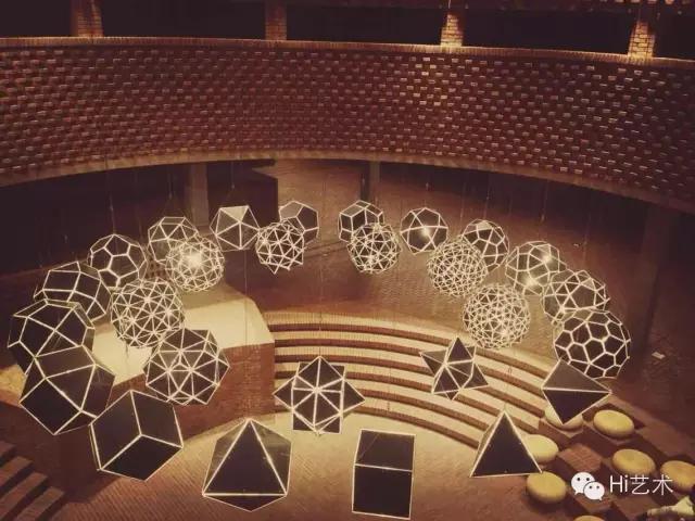 北京红砖美术馆中埃利亚松作品