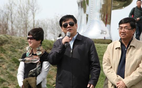 中国美术家协会秘书长徐里发言