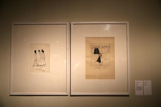 《松糕鞋》30.5×21.7cm 纸本 墨水 毛笔 1998年(左侧)  《赶潮流》30.4×43.7cm 纸本 墨水 毛笔 1983年(右侧)
