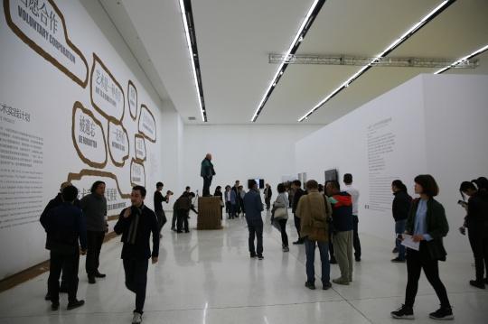 """展览现场 """"一起飞—石节子村艺术实践计划""""项目 这是一次企图让当代艺术融入农村日常生活的具体行动"""