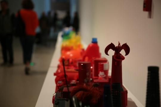 《彩虹》 李景湖 2009年 作品收集自东莞普通百姓的废旧日常生活用品