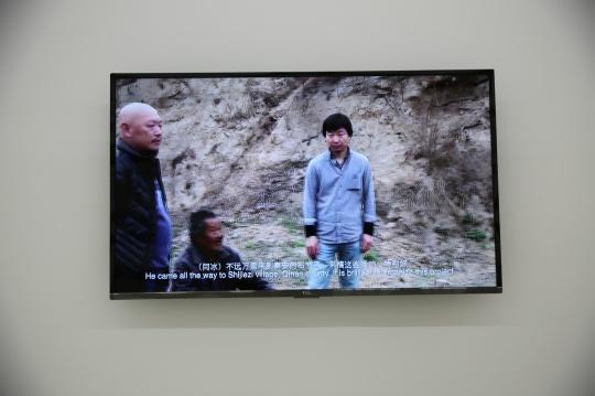 """展览现场 """"一起飞—石节子村艺术实践计划""""项目 影像作品"""