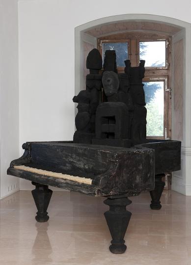 没顶公司∕徐震 《Sponge Piano》 260x210x255cm 泡沫 蜡 2011