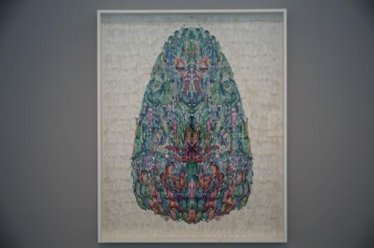 邬建安 《蛇》 手工着色和浸蜡镂空剪纸,棉线,纸 218×175cm 2014年
