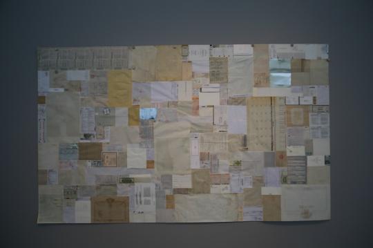 洪浩 《纸归》 综合纸质材料 180×300cm 2013年