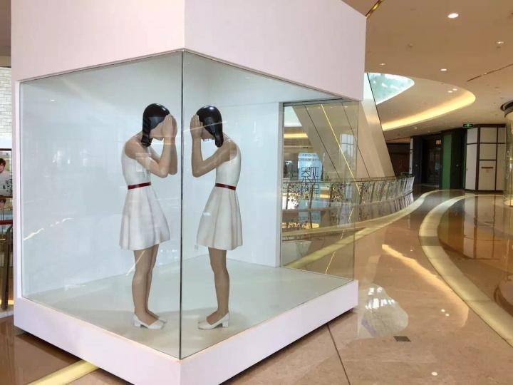 """位于深圳华侨城欢乐海岸的""""盒子艺术空间""""迎来其首个艺术项目""""现实中的不现实"""" ©夏季风"""