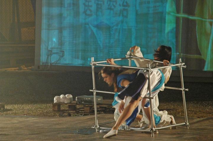 """2010年2月24日,第三届""""香港·深圳城市\建筑双城双年展""""于香港西九龙海滨长廊举办的艺术项目""""Memory,Water,Architecture"""""""