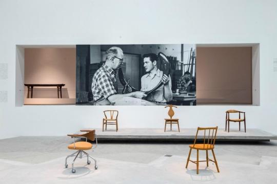 展览现场 织田宪嗣收藏的丹麦椅子