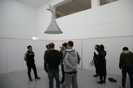 杨健 《SDSS》雕塑 铝、SDSS光谱望远镜光纤插板、Led灯,80×80×140cm 总体尺寸可变2016,
