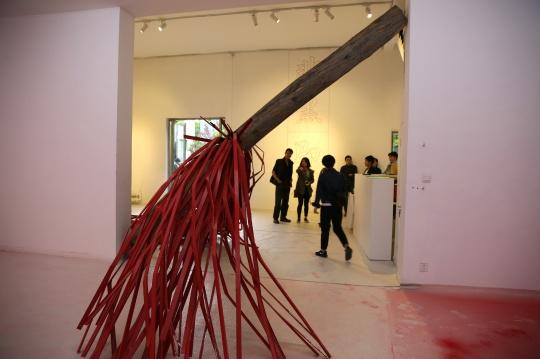 冷墨小组李飒作品《打一个洞,在锁骨上,让血流尽》