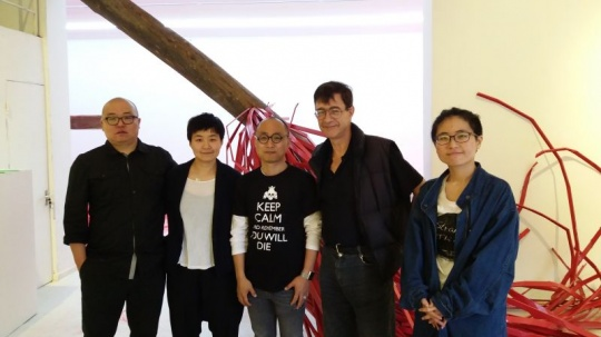 于洋(左一)、孔妍(左二)李飒(左三)、金京华(右一)