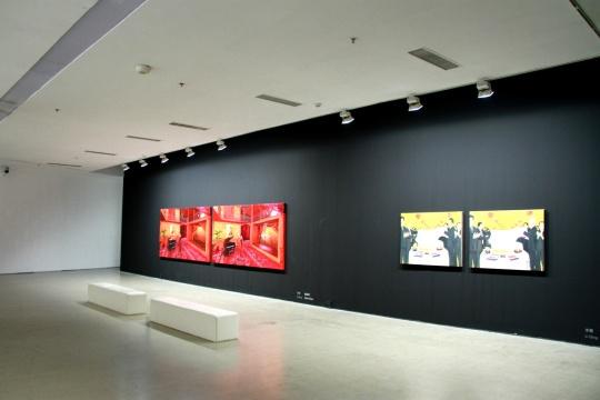 展览空间李青 《音乐课》(左) 《大家来找茬·开吃》(右)