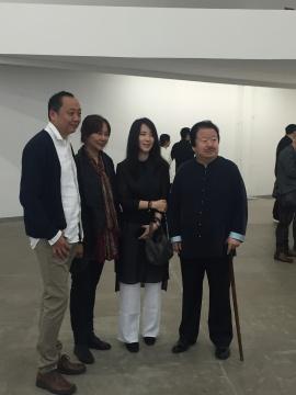 左起:邵帆、邵飞(邵帆姐姐)、刘栗溧(邵帆太太)、崔如琢