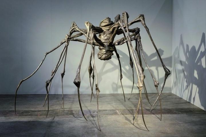 全场最贵的作品来自路易丝·布尔乔亚的《Spider Couple》售价为1亿港币
