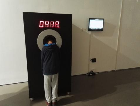 吴珏辉《倒计时鸵鸟》 尺寸可变 时间体验装置 2010——2012