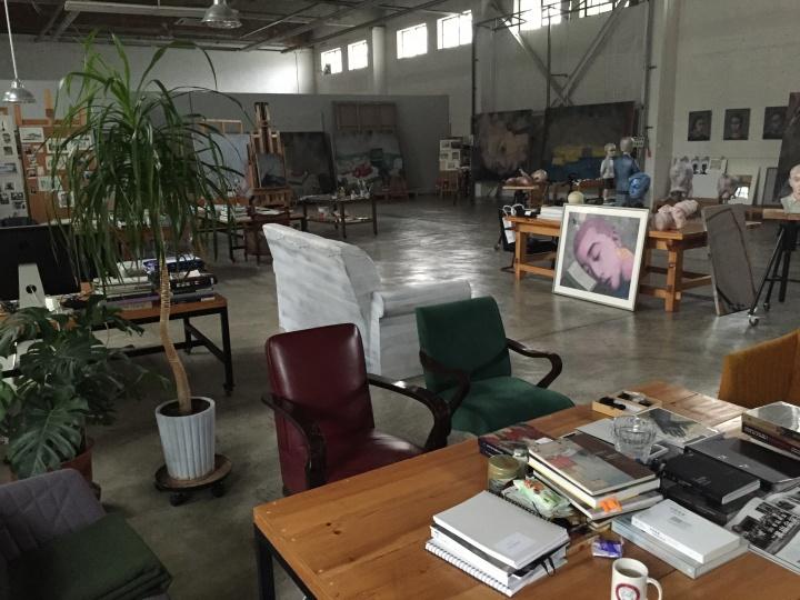 拍摄于2015年的何各庄工作室,背景处都是张晓刚正在创作的油画作品