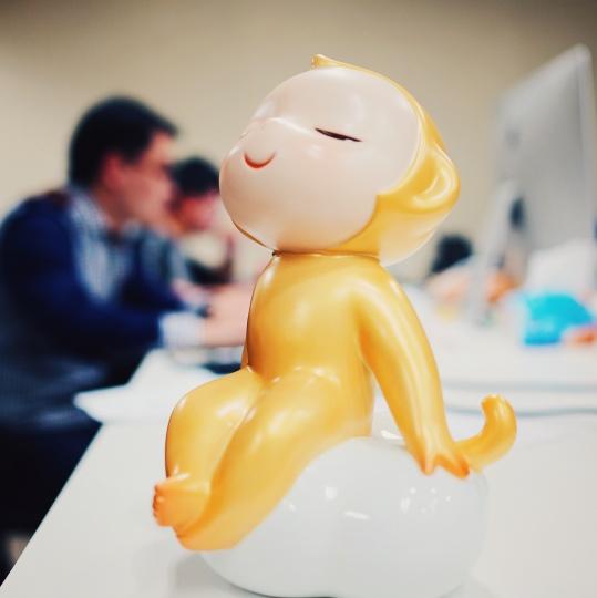 Artand和艺术家泡泡合作的雕塑衍生品,计划和新浪联合发布,会请类似Tfboys这种级别的明星做代言。