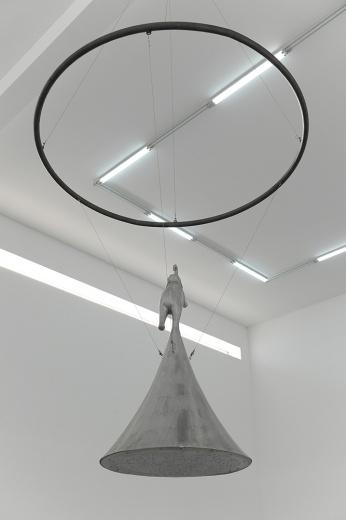 """空白空间杨健个展""""无穷的开始"""",艺术家在搭建的迷宫中,留下各种日常景观和活着的遗迹,诱导你进入""""无穷的开始""""。"""