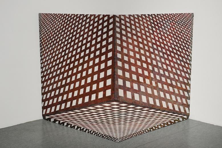 """当代亚洲艺术中心付帅个展""""陌生的秩序"""",《铁笼》  150x150cmx3  布面综合材料  2015。既有空间上的错觉,又有质感上的视错觉。"""