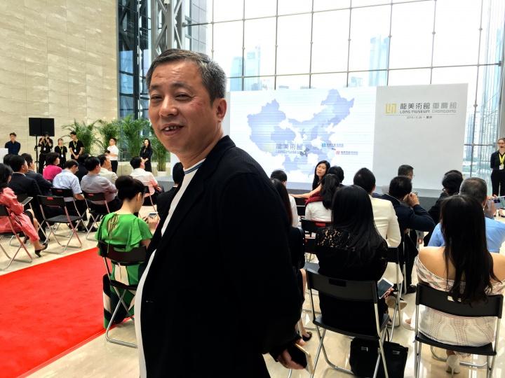 刘益谦说到他从来没有盖过楼,国华金融中心是他盖的第一座楼,从2009年高价拍下这块地开始施工,到今年刚刚竣工,就将龙美术馆搬了进来。