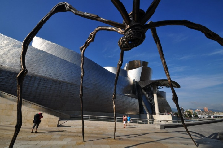 """路易斯·布尔乔亚的""""大蜘蛛""""已经成了毕尔巴鄂古根海姆的又一标志。"""