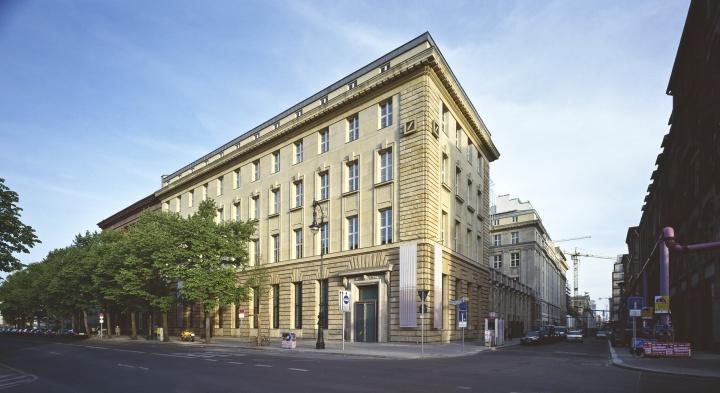 相较于及其几个分馆,更为隐蔽的柏林古根海姆.