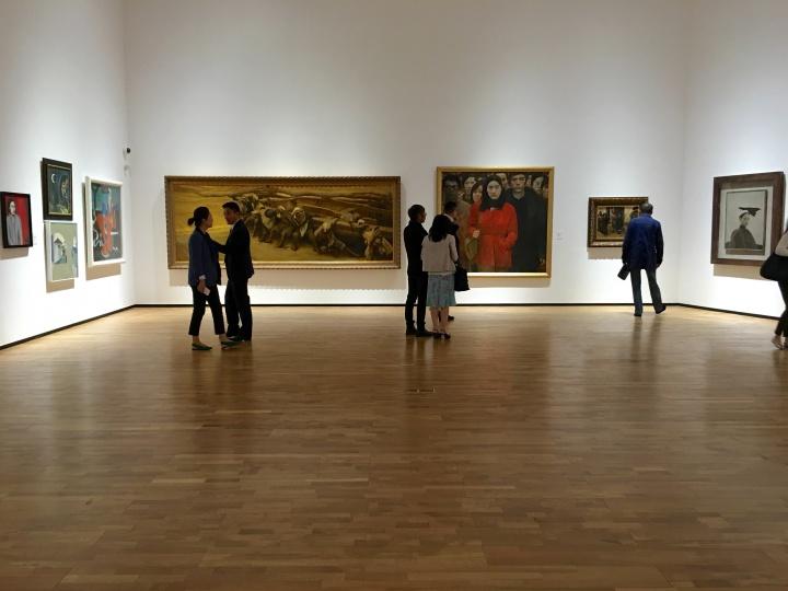 龙美术馆的许多重要藏品都出现在了重庆馆的展墙上。