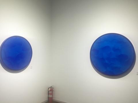 《证悟·蓝NO.21》(左)与《证悟·蓝NO.19》(右)