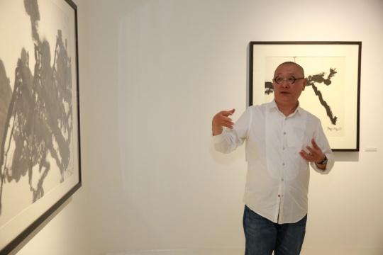 画廊入口展厅展出的是艺术家80年代的创作,这个时期的水墨作品从形式