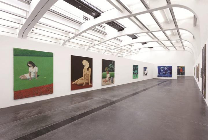 """2013年,尤伦斯当代艺术中心举办的王兴伟个人回顾展览""""王兴伟""""现场"""