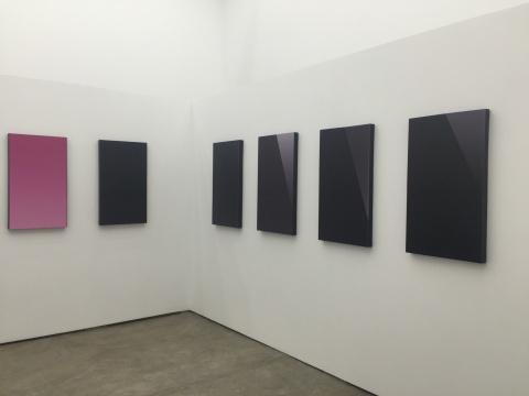 苗颖 《抽象泰克主义》(左起:iPhone5g、iPhone5s、iPhone5c、iPhoneSE、iTouch5、iTouch6) 51×70cm×6 收藏级油画布打印 2014至今