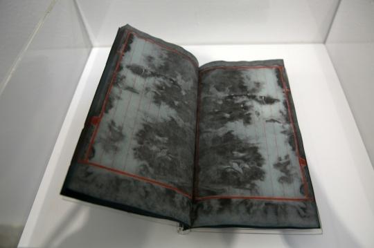 耿建翌 《十秒浸泡》 14.5×24.6×0.5cm 综合材料 每本25页线装本,纸上水彩 2000