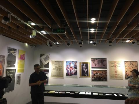 """6月25日,由巫鸿策划的""""关于展览的展览:90年代的当代艺术展示""""于OCAT研究中心开幕"""