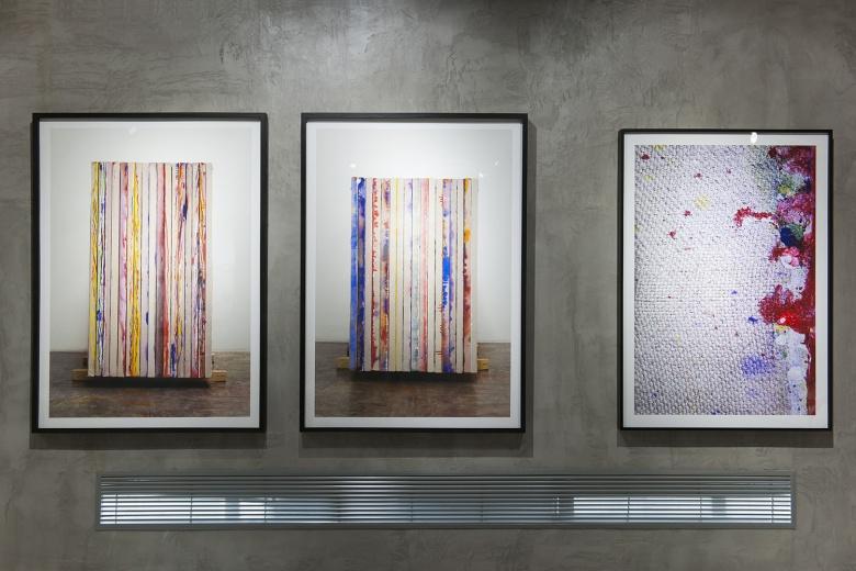 陌上画廊封岩《绘画》,用摄影记录下绘画的画面,模糊了绘画与摄影、摄影与装置、边框与画面等关系的界限。