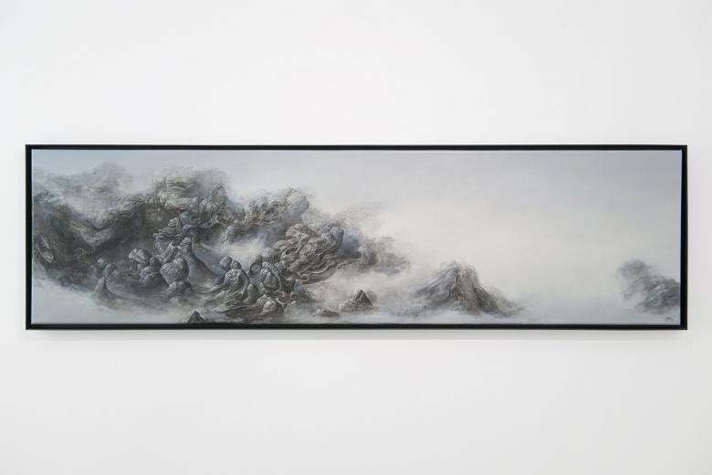 """龙口空间王梵僧个展""""芥子须弥"""",在体量感慢慢凸显的过程中生成的山峦最终成为了可游可居的空间,既有油画的光感又有着中国传统山水的气韵。"""