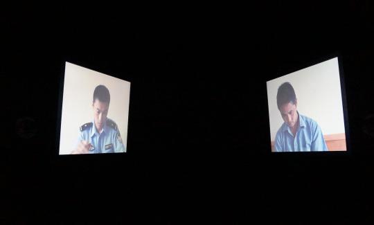 张培力 《问与答与问》 双屏录像,有声,彩色 21 分33 秒 2012 由博而励画廊提供