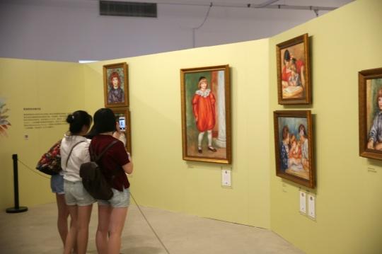 展览有45幅雷诺阿的经典作品