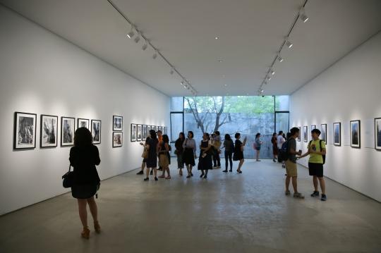 二楼展示的是画家雷诺阿孙子雅克·雷诺阿的摄影作品