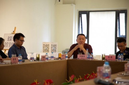 深圳雕塑院院长、批评家孙振华在座谈会上发言