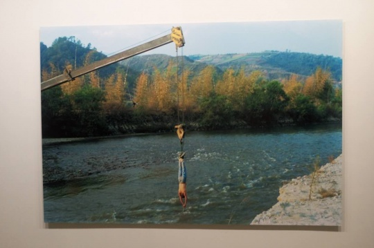 行为作品《与水对话》