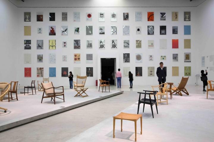 """今年四月,由红砖美术馆馆长闫士杰策展的""""识别区:中国·丹麦家具设计""""展览现场,将中国古代家具与丹麦现代家具并置、对话,为当代家具设计提供一个思考的入口。"""