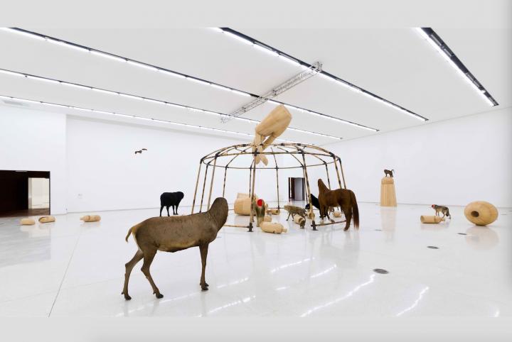 红砖美术馆馆藏黄永砅装置作品《马戏团》