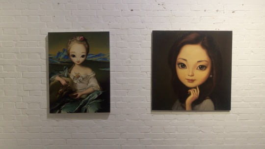左:《江山美人之二》 60×80cm 布面油画 2014;右:《美丽天使邓丽君》 80x80cm 布面油画 2014