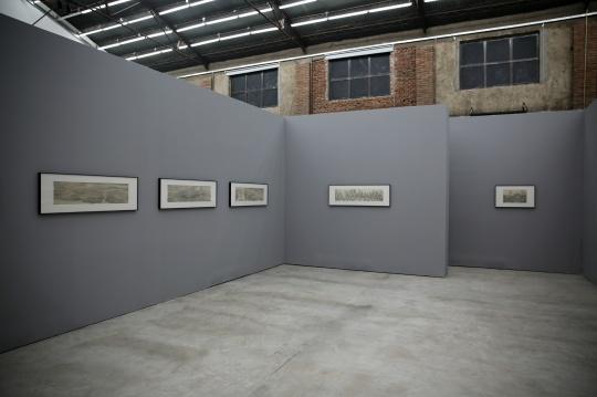 梅婉婷的作品皆为浅绛,反复的勾法,近看似有些抽象的意味